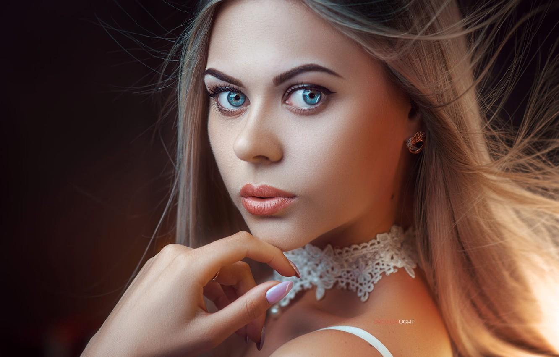 Фото обои взгляд, лицо, модель, рука, портрет, макияж, прическа, шатенка, красотка, Карина, Alexander Drobkov, Alexander Drobkov-Light