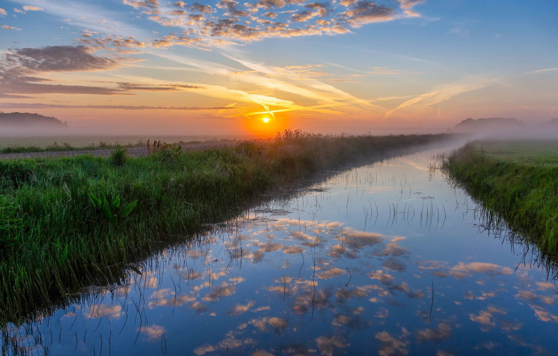 Фото обои поле, закат, туман, река