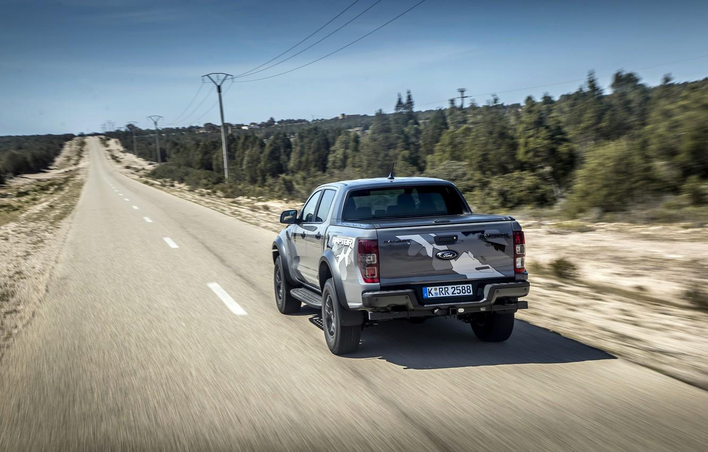 Фото обои дорога, деревья, серый, столбы, Ford, Raptor, пикап, Ranger, 2019