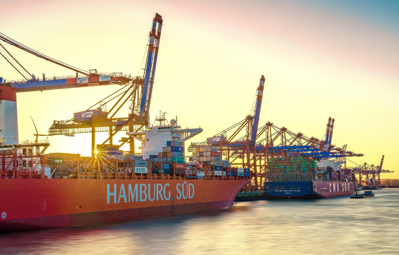 Фото обои небо, солнце, лучи, река, корабли, Германия, порт, Гамбург, краны