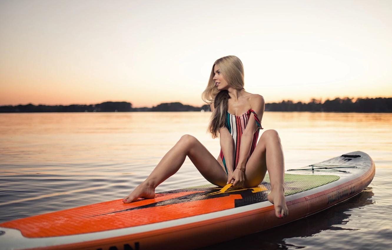 Фото обои купальник, вода, блондинка, доска, ножки, Mary, Yuri Zhvakin