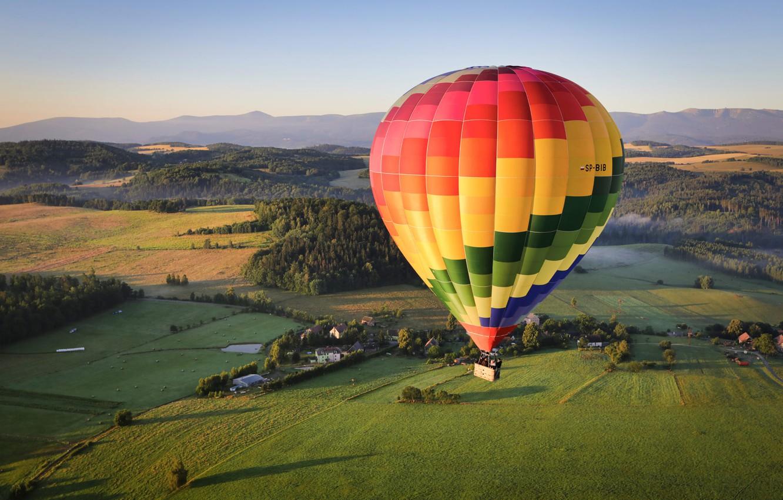 Фото обои пейзаж, горы, природа, воздушный шар, поля, Польша, леса