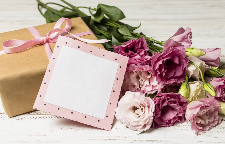 Фото обои цветы, подарок, букет, wood, pink, flowers, romantic, эустома, gift box, eustoma
