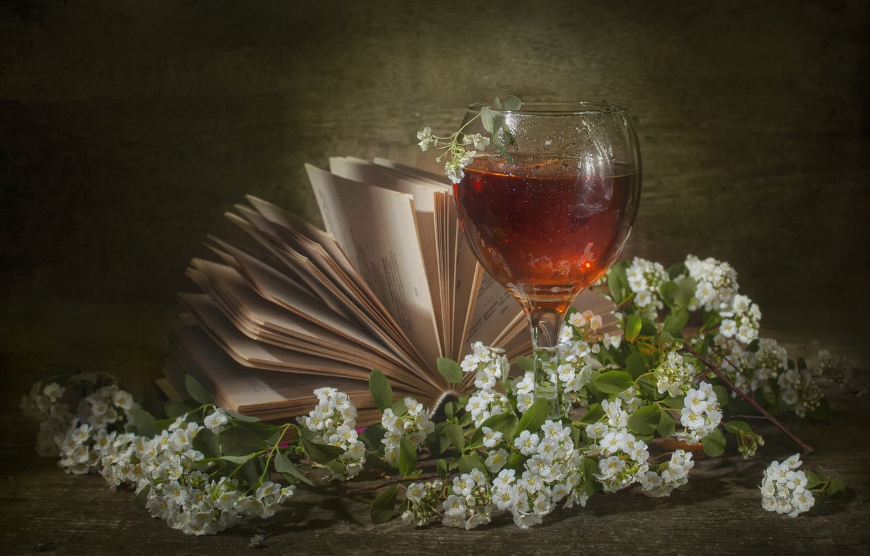 Фото обои ветки, вино, бокал, весна, книга, натюрморт, цветки, спирея, Владимир Володин