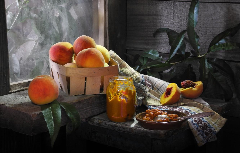 Фото обои листья, доски, полотенце, банка, фрукты, корзинка, персики, повидло, Сергей Фунтовой