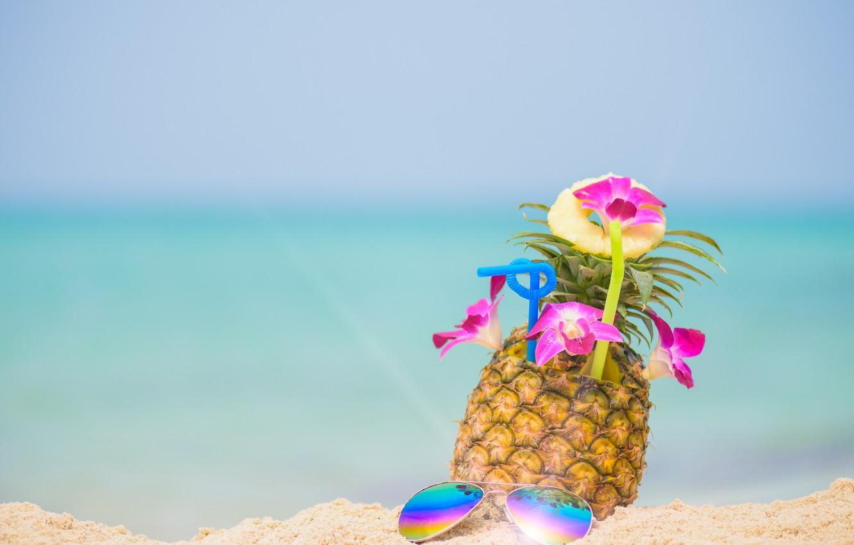 Фото обои песок, море, пляж, лето, небо, отдых, очки, relax, summer, ананас, beach, каникулы, sea, sand, pineapple, …