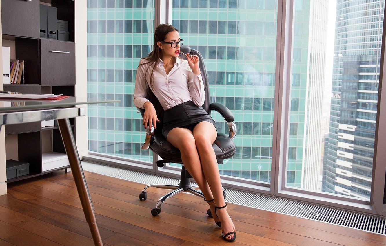 офисные работники под юбками - 5