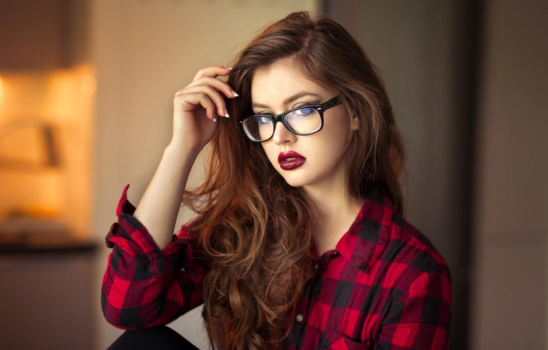 красивые шатенки в очках картинки подиумах