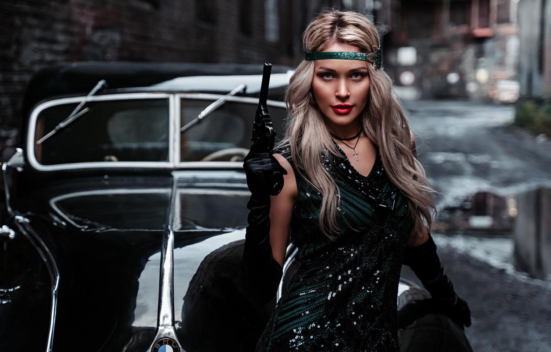 Фото обои машина, авто, девушка, поза, стиль, ретро, пистолет, оружие, ситуация, блондинка, Альбина Пономарёва