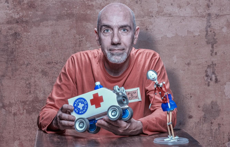 Фото обои игрушки, человек, портрет