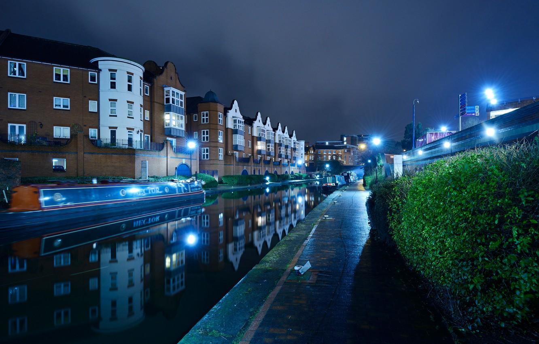 Фото обои вода, ночь, огни, отражение, река, Англия, дома, фонари, канал, катера, кусты, Birmingham