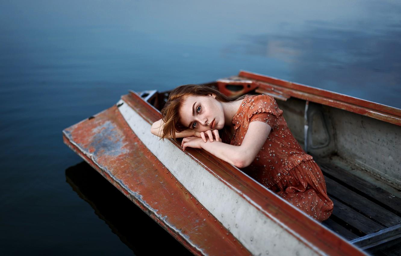 Фото обои грусть, губки, девушка в лодке, Ульяна Найденкова