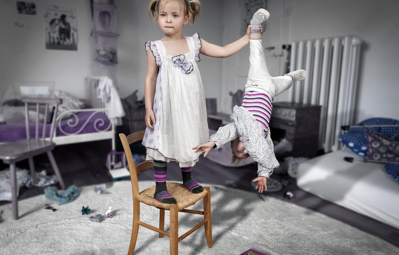 Фото обои дети, фото, комната, стулья, ситуация
