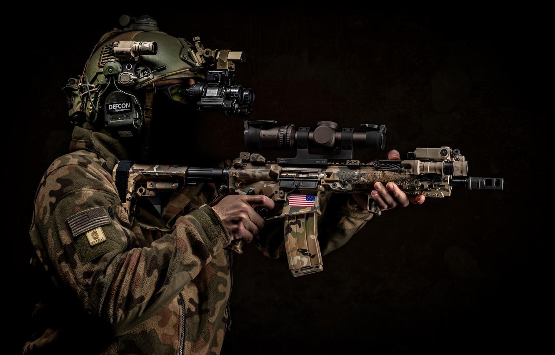Фото обои оружие, фон, солдат, шлем