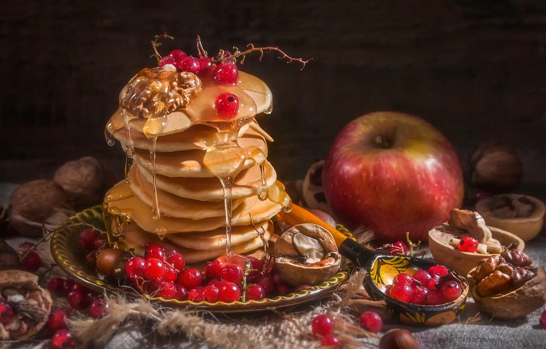 Фото обои ягоды, яблоко, ложка, орехи, мёд, оладьи, красная смородина, Владимир Володин