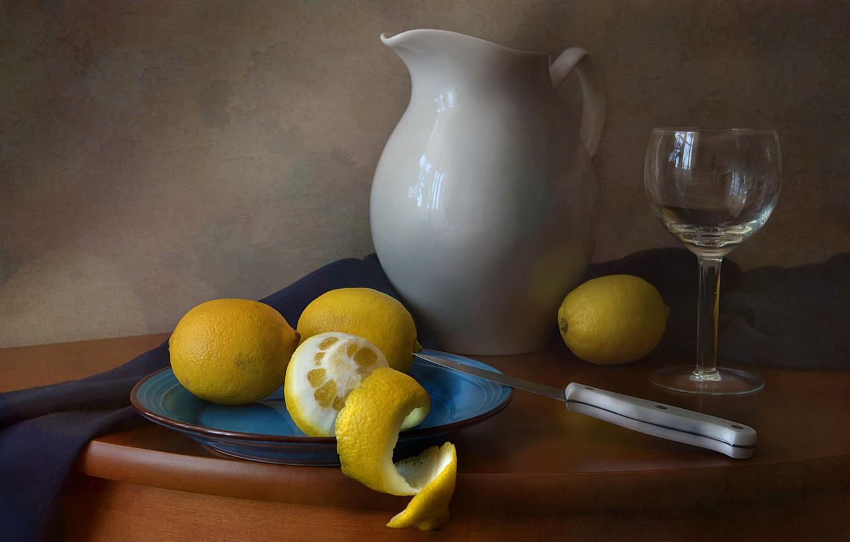 Фото обои лимон, бокал, тарелка, нож, посуда, натюрморт, молочник