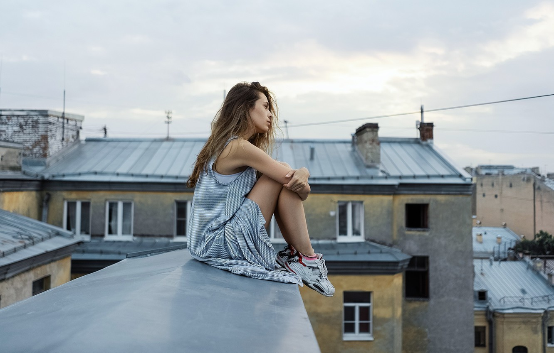 Фото обои девушка, ножки, на крыше, Олег Грицун, Ника Антоненко