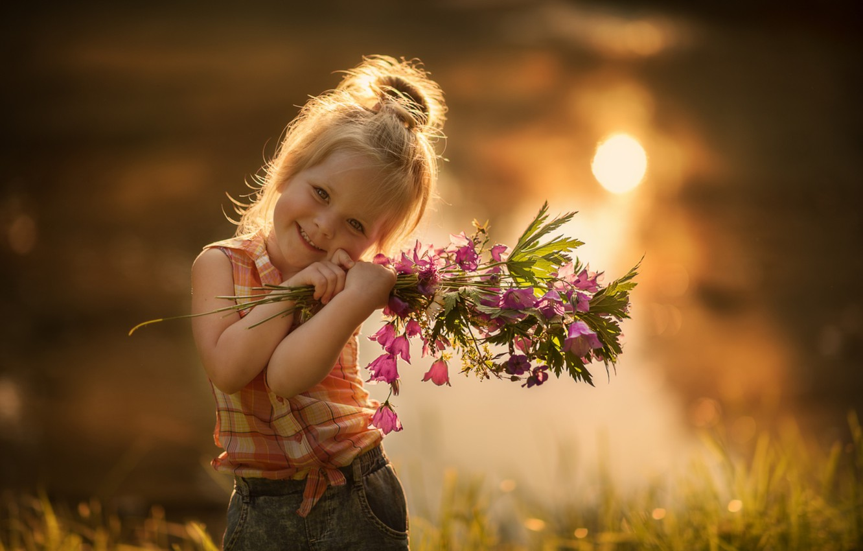 Фото обои улыбка, девочка, колокольчики