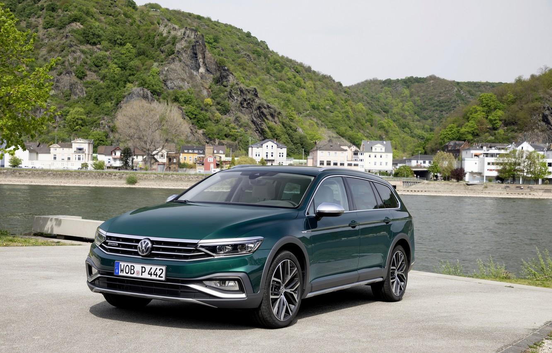 Фото обои река, Volkswagen, универсал, Passat, тёмно-зелёный, Alltrack, 2019