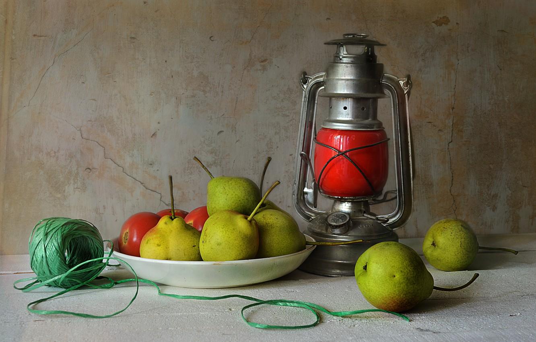 Фото обои стол, фонарь, лента, фрукты, натюрморт, груши, верёвочка
