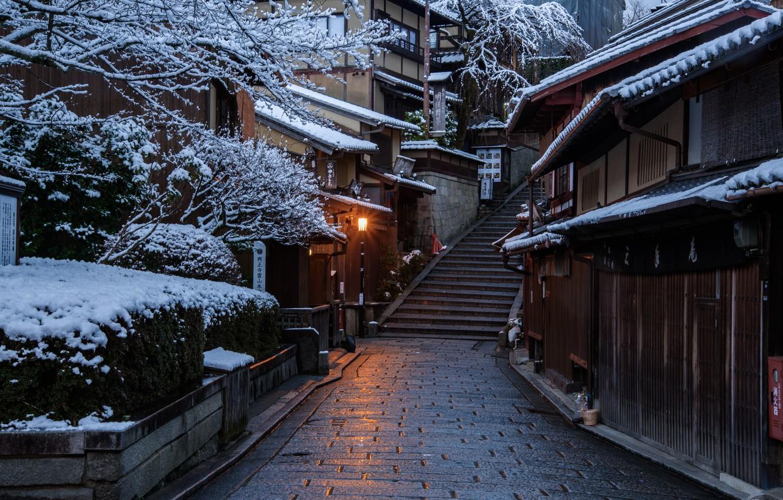 Фото обои Дома, Зима, Дорога, Город, Япония, Снег, Лестница, Улица, Киото