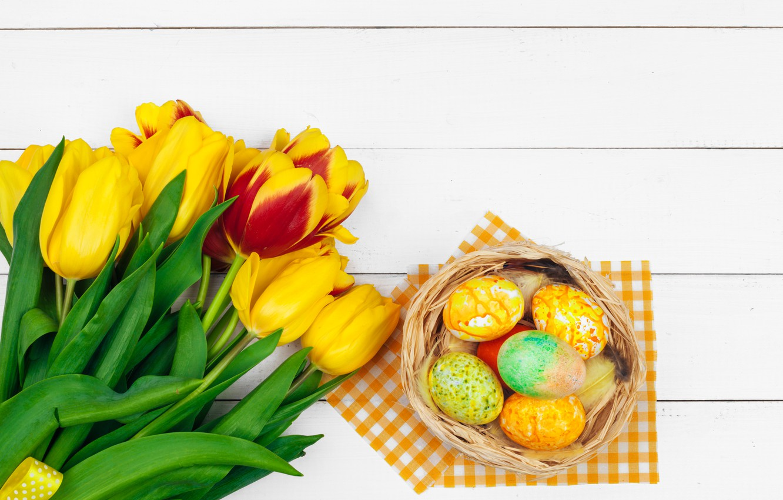 Фото обои цветы, яйца, colorful, Пасха, тюльпаны, happy, yellow, wood, pink, flowers, tulips, Easter, eggs, decoration