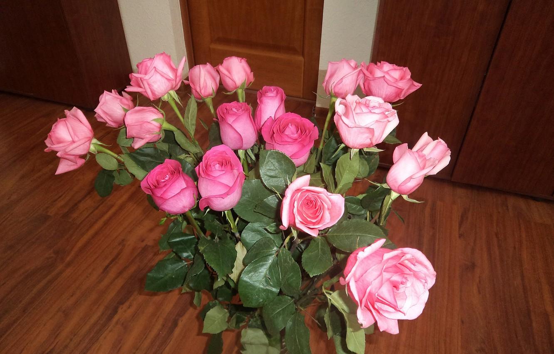 успели фото цветов на столе дома такая