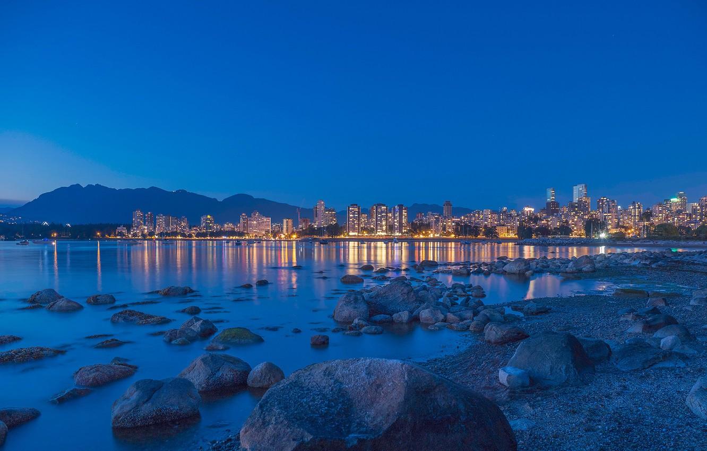 Фото обои море, небо, пейзаж, горы, огни, камни, побережье, дома, вечер, Канада, залив, Ванкувер
