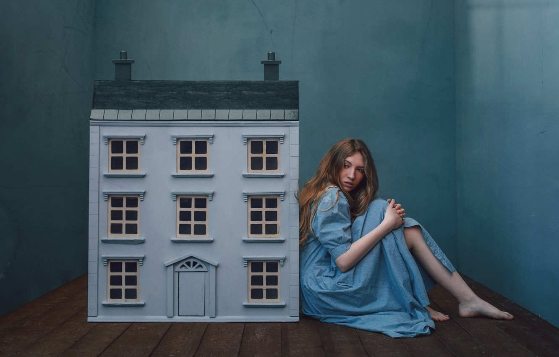Фото обои девушка, дом, домик