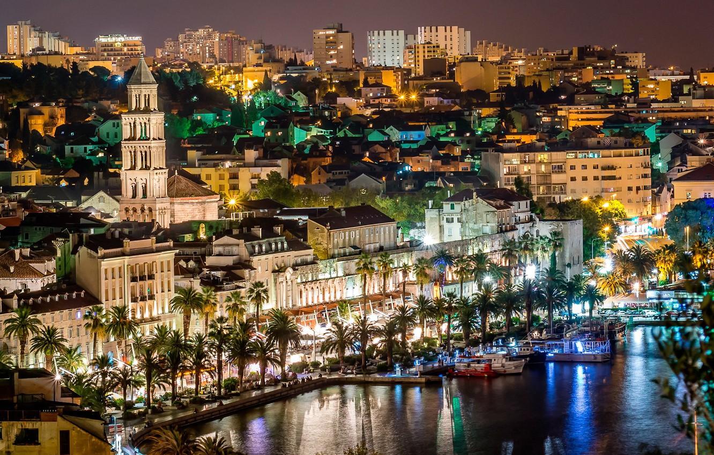 Фото обои море, ночь, огни, пальмы, яхты, набережная, Хорватия, Сплит