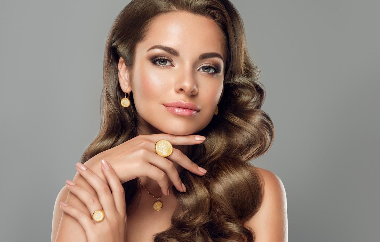 Фото обои взгляд, девушка, украшения, лицо, руки, макияж, прическа, girl, маникюр, jewelry