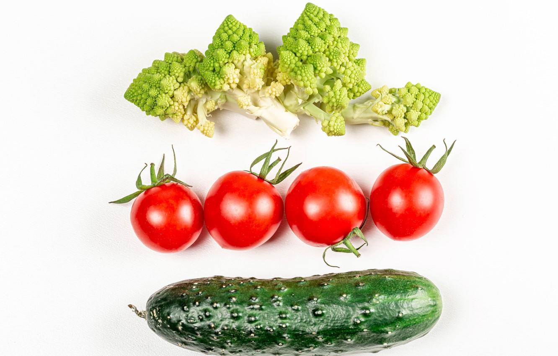 Фото обои огурец, белый фон, овощи, помидоры, брокколи