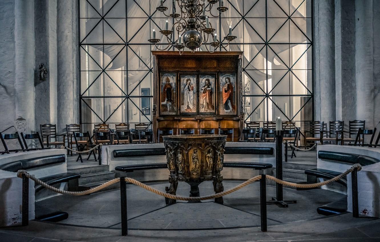 Фото обои интерьер, свечи, люстра, церковь, алтарь, лавки, иконы, иконостас, купель