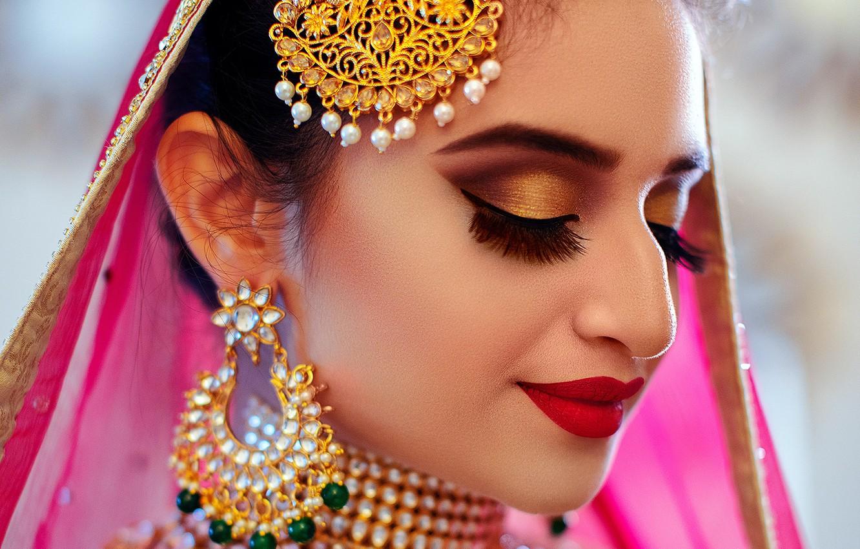 Фото обои girl, eyes, smile, beautiful, model, lips, face, hair, pose, indian, makeup, Jewelery