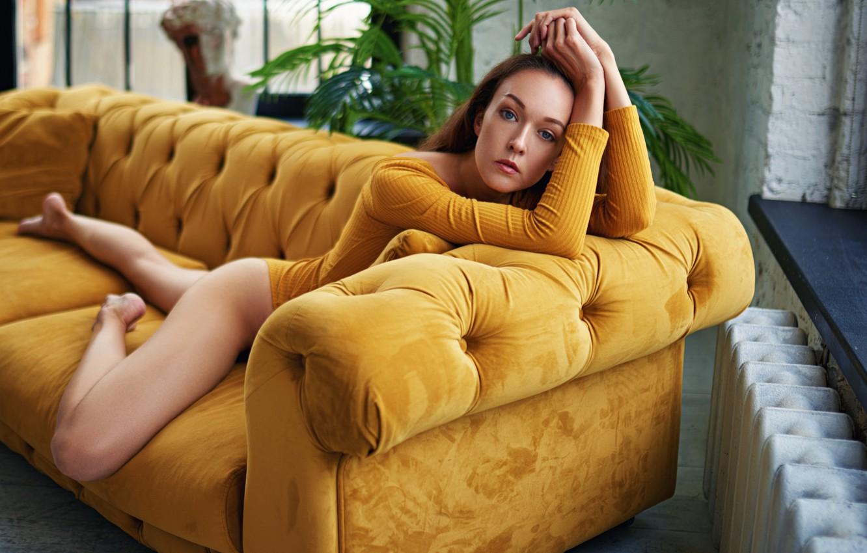 Фото обои взгляд, девушка, лицо, поза, диван, ноги, руки, Sergey Fat, Сергей Жирнов, Галина Жижикина