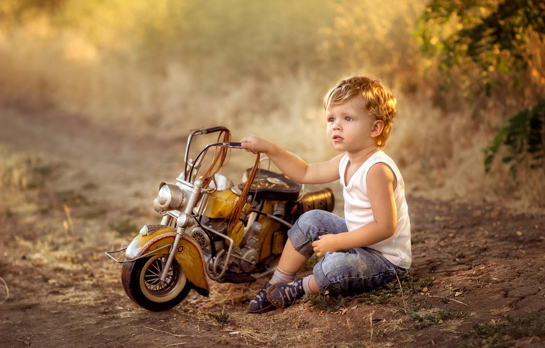 просмотра картинки малыши на мотоцикле освежает интерьер, придаёт