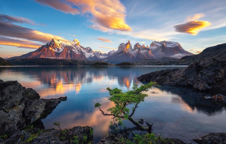 Фото обои небо, облака, горы, озеро, скалы, Чили, Patagonia, Lake Pehoe, Timothy Poulton