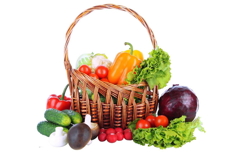 Фото обои белый фон, перец, корзинка, овощи, помидоры, огурцы, редис