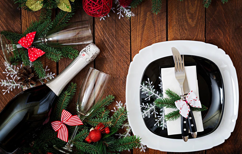 Фото обои украшения, Новый Год, бокалы, Рождество, шампанское, Christmas, wood, New Year, decoration, xmas, сервировка, champagne, Merry, ...