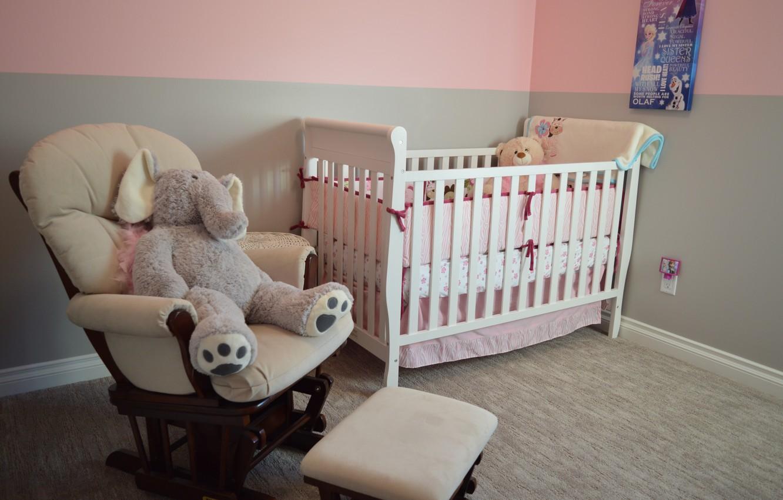 Фото обои комната, игрушки, интерьер, кресло, детская, кроватка