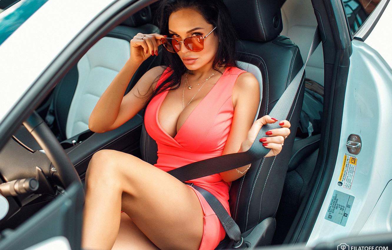 Фото обои машина, авто, грудь, взгляд, девушка, поза, платье, очки, вырез, Дмитрий Филатов
