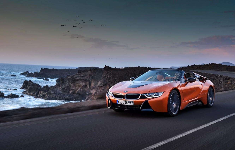 Фото обои скалы, побережье, BMW, родстер, 2018, i8, тёмно-оранжевый, i8 Roadster