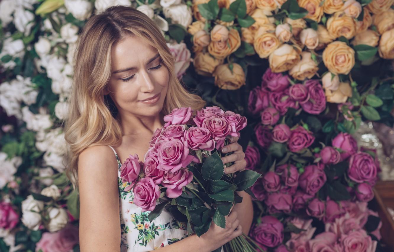 Фото обои девушка, цветы, женщина, розы, красота, букет, colorful, блондинка, girl, розовые, белые, woman, pink, flowers, beautiful, …