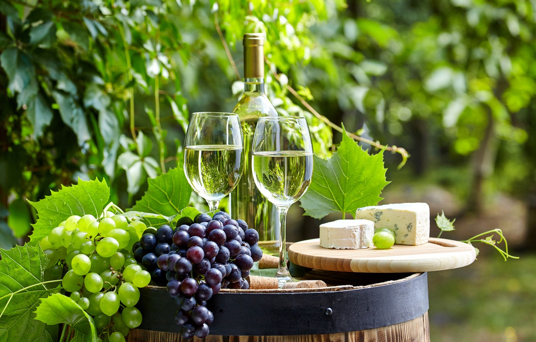 Фото обои вино, сыр, виноград, бочка, бытылки