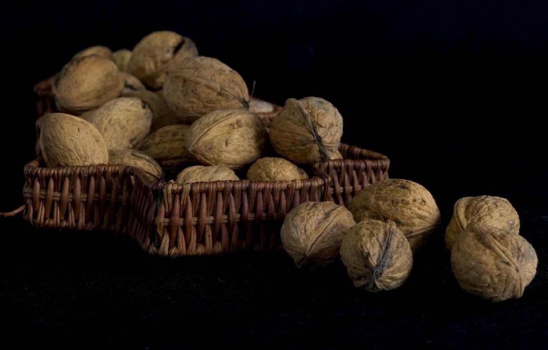 Фото обои фон, тьма, чёрный фон, грецкие орехи
