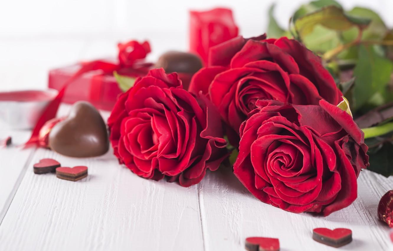 Фото обои подарок, розы, букет, сердечки, красные, red, love, flowers, romantic, hearts, chocolate, valentine's day, roses, gift …