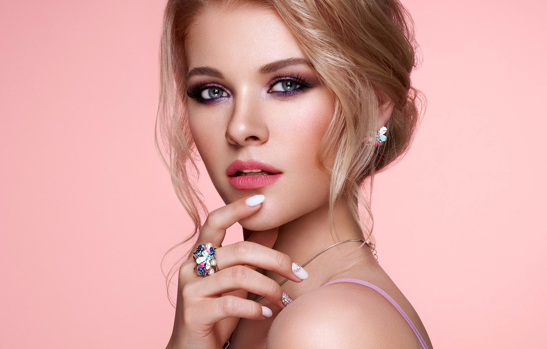 Фото обои взгляд, украшения, лицо, поза, фон, модель, рука, портрет, макияж, прическа, красотка, Oleg Gekman