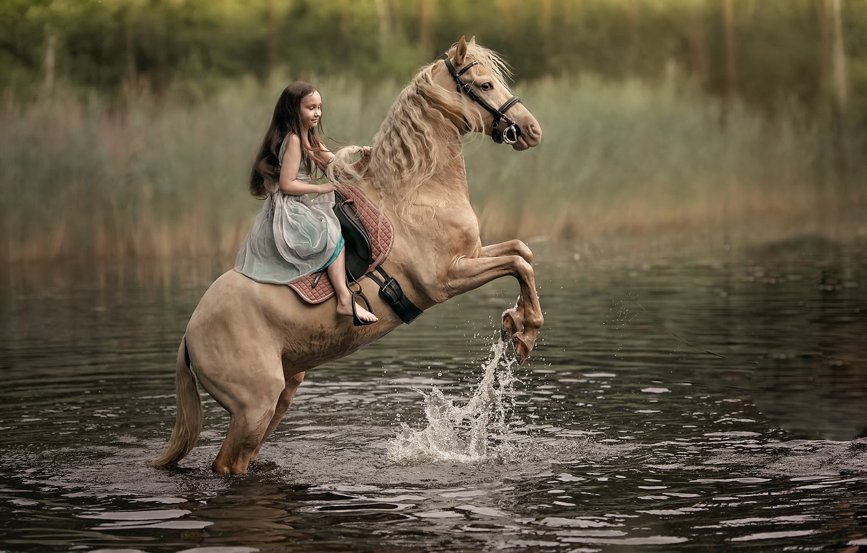 Фото обои река, конь, девочка