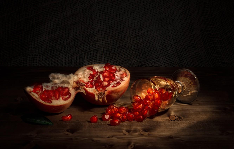 Фото обои доски, бокал, фрукт, зёрна, плод, гранат