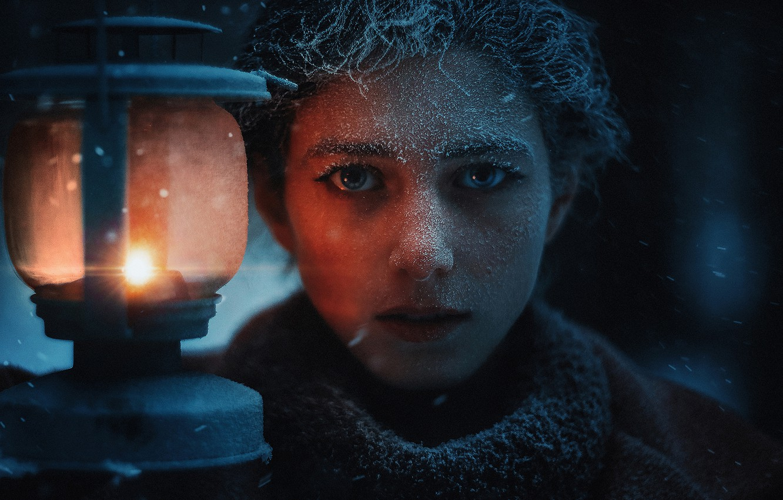 Фото обои иней, взгляд, девушка, лицо, фонарь